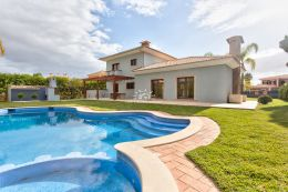 Villa mit grossem Pool in bester Wohnlage in Vilamoura